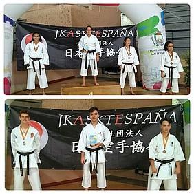 Foto podium karatecas