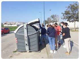 foto CEIP Isabel La Católica haciendo plogging