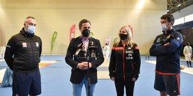 foto delegado de deportes con selección nacional de esgrima