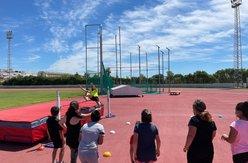 foto niños en el Estadio de Atletismo